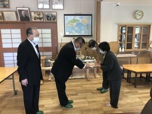 石井記念のゆり幼児園での「みどりの文庫」贈呈式